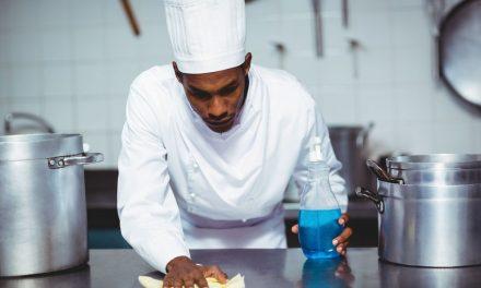 Limpeza de cozinha industrial: 7 dicas para seu restaurante