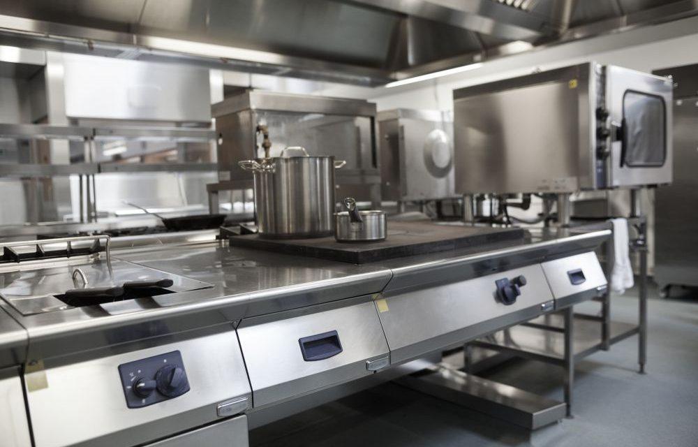Manutenção na cozinha industrial: quando trocar equipamentos?