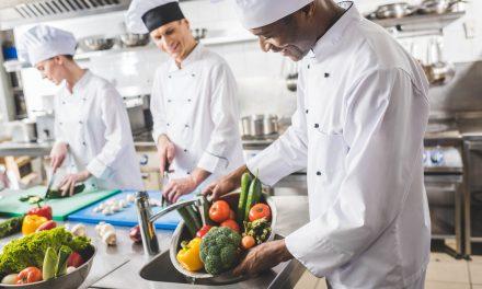 Entenda como higienizar verduras para venda e consumo
